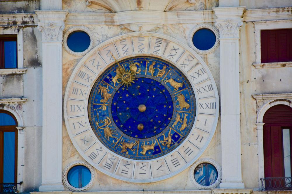signe astrologique comportement-amour
